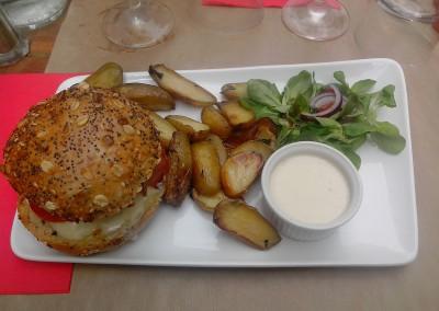 LE burger Machin (boeuf, lard, saint-nectaire... miam)