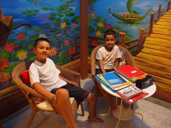 Premiers cours d'école à Bangkok