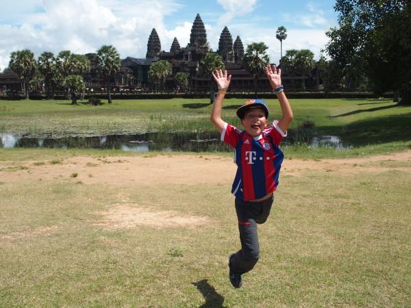 Saut de Titouan à Angkor Wat