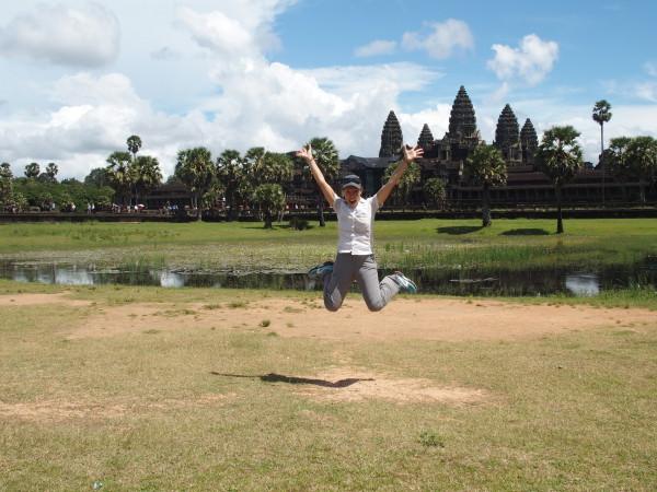 Saut de Guinou à Angkor Wat