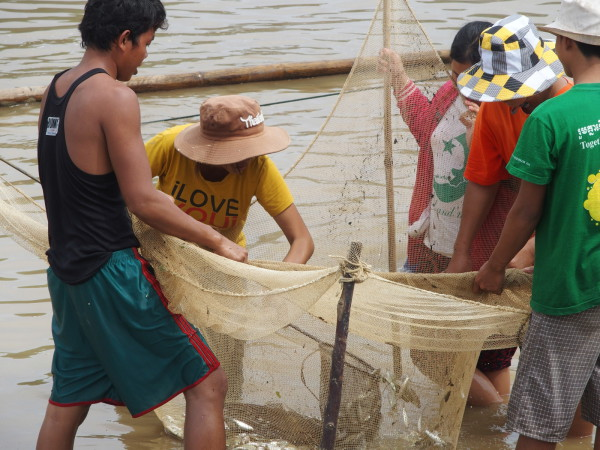 Pêcheurs en rivière - Battambang