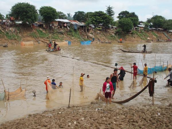 Village et pêcheurs de rivière - Battambang