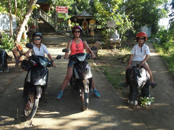 En scooter et mini éléphant à Phnom Chnork - Kampot