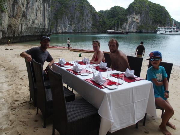 Déjeuner sur la plage - Baies d'Ha Long et Lan Ha - Vietnam