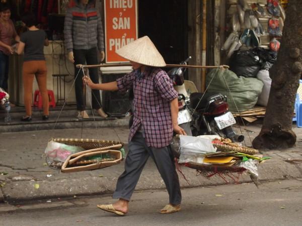 Femme à la palanche - Hanoi - Vietnam