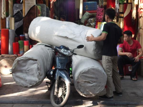 Scooter chargé à bloc - Hanoi - Vietnam