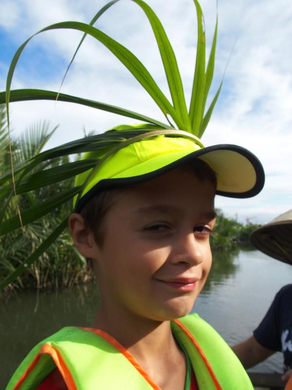 Anton avec une couronne en palmier - Hoi An - Vietnam