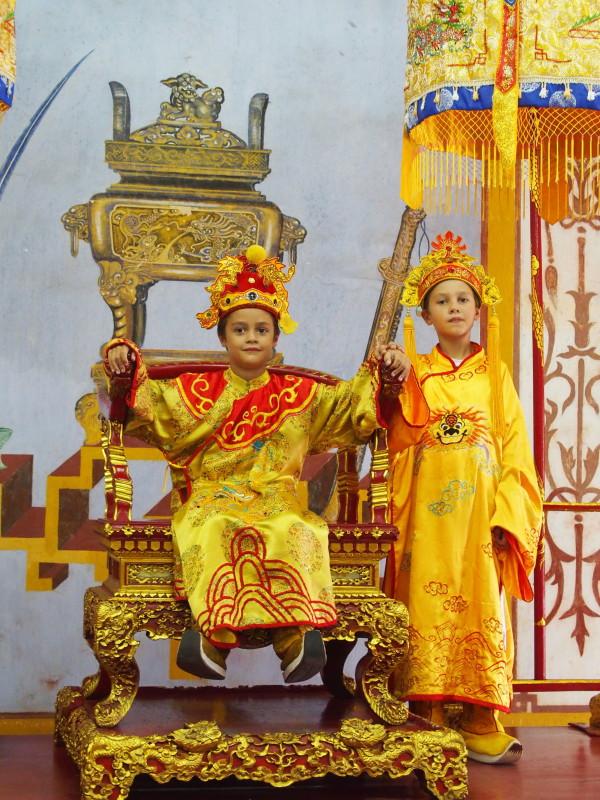 Anton et Titouan empereurs - Huê - Vietnam