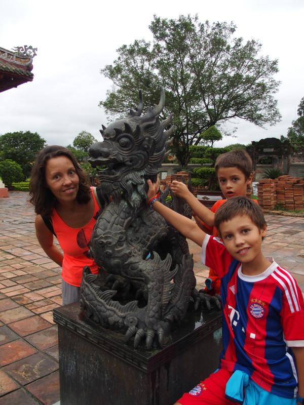 Guinou, Anton et Titouan - citadelle impériale - Huê - Vietnam