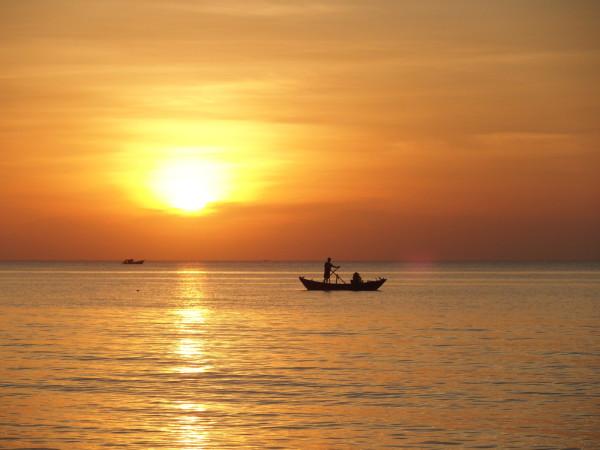Pêcheurs au coucher de soleil à Phu Quoc - Vietnam
