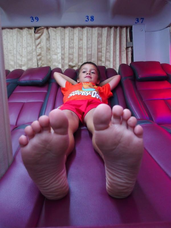 Anton dans le sleeping bus Hanoi-Huê - Vietnam