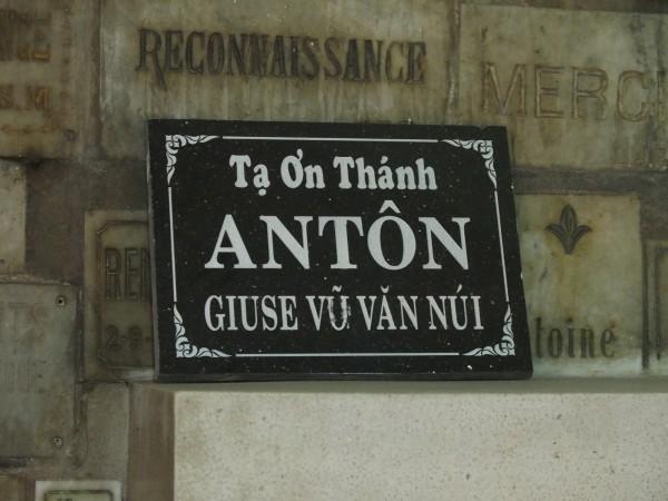 """Plaque pour Saint Antoine """"Anton"""" - Cathédrale Notre Dame de Saigon"""