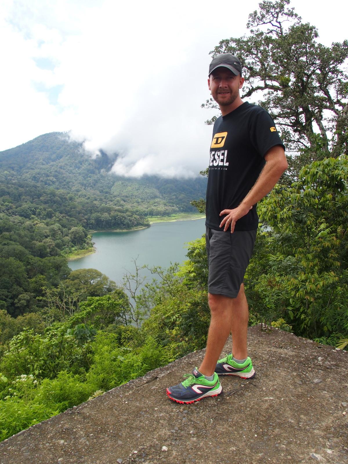 Syl20 et ses Kalenji Kapteren XT4 neutral aux lacs Tambligan et Buyan - Bali