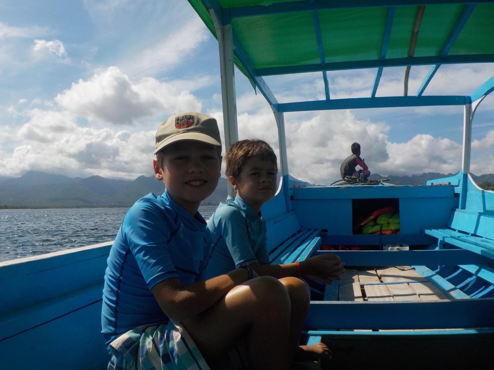 Dans le bateau pour la randonnée sous-marine à Gili Trawangan
